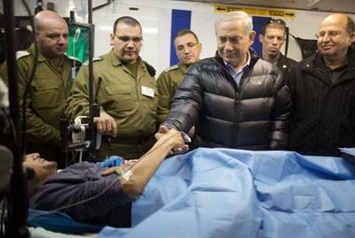 Afbeeldingsresultaat voor netanyahu bezoekt gewonde terroristen